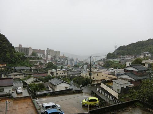 台風通過中。