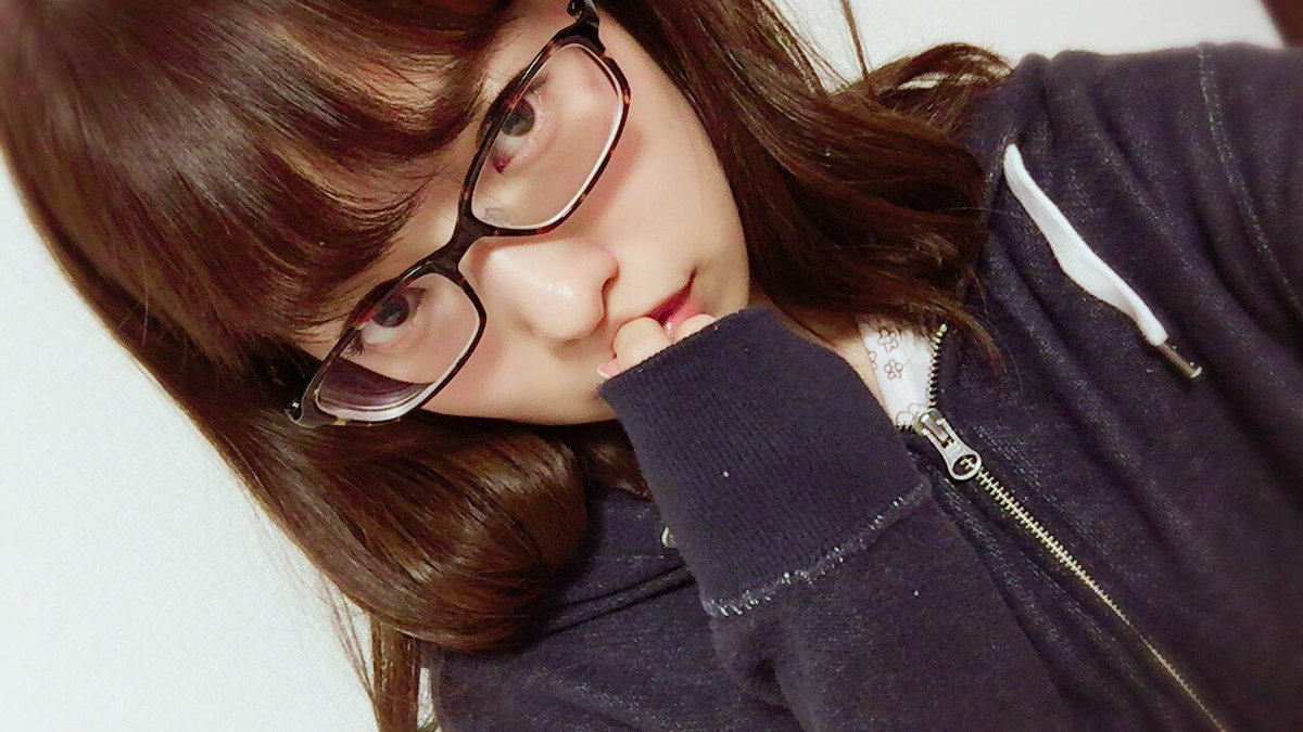 西野七瀬 メガネ
