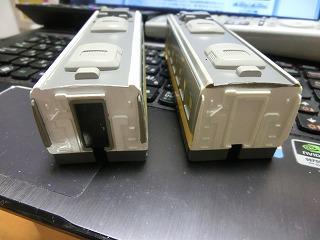 屋根塗装後の2両目と追加塗装した1両目③