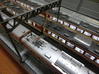 「KATO 183系 0番台」パンタグラフすり板の色挿し