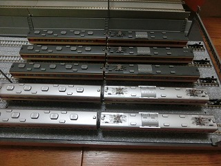 TOMIX・KATO 183系0番台 モハ屋根比較