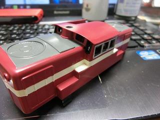 Hゴムの黒への変更&側面窓の色挿しをした機関車