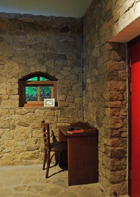 北側アーチ窓