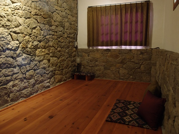 西側の部屋のカーテン