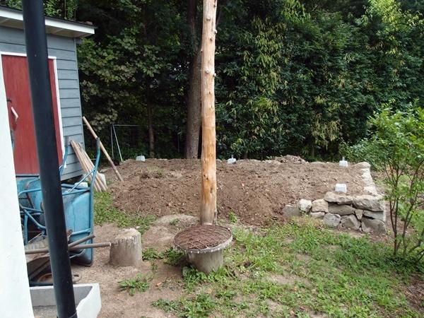 薪小屋に基礎に客土
