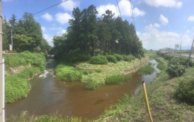 黒瀬神社の西を流れる水路