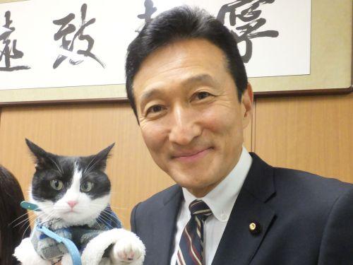 参議院議員渡辺美樹先生と猫ジャンヌダルクのツーショット 500