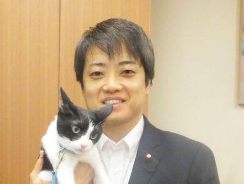衆議院議員 武藤貴也先生と猫ジャンヌ 500正面