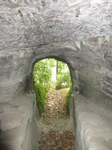 北江間横穴群大師支群8号墓石棺上部より