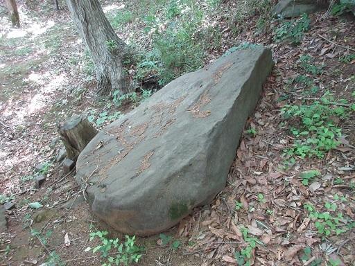 平石古墳群石室天井石