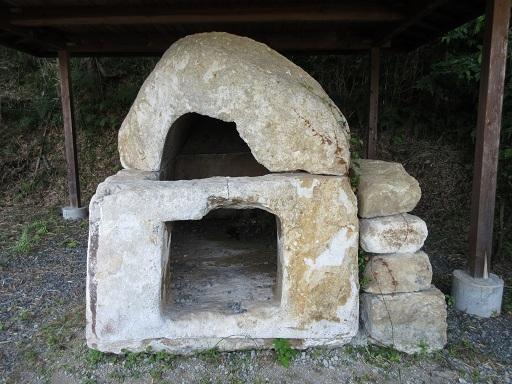 白石の石棺