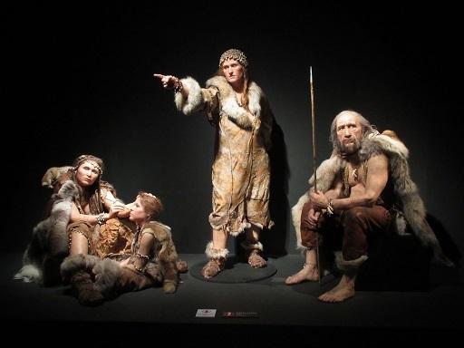 ラスコー展復元模型クロマニョン人