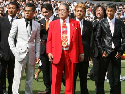 【競馬】WINSに白いスーツ着てくる意識高い奴いる?