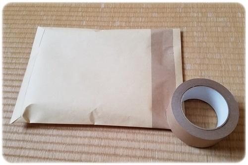 封筒とガムテープ