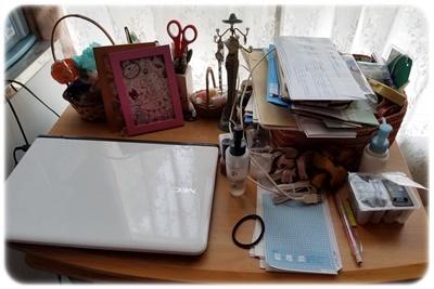 机の上片付け前