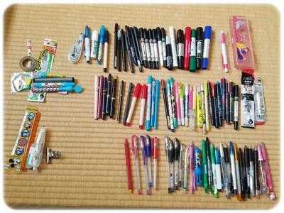 引き出しから出したペン類