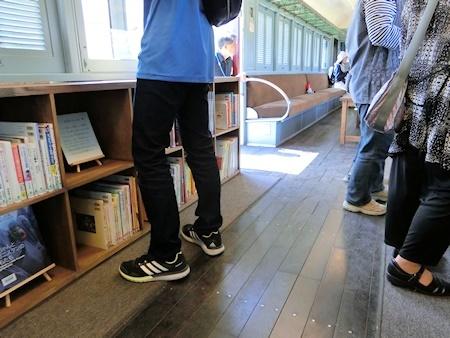 デハニ電車の図書室