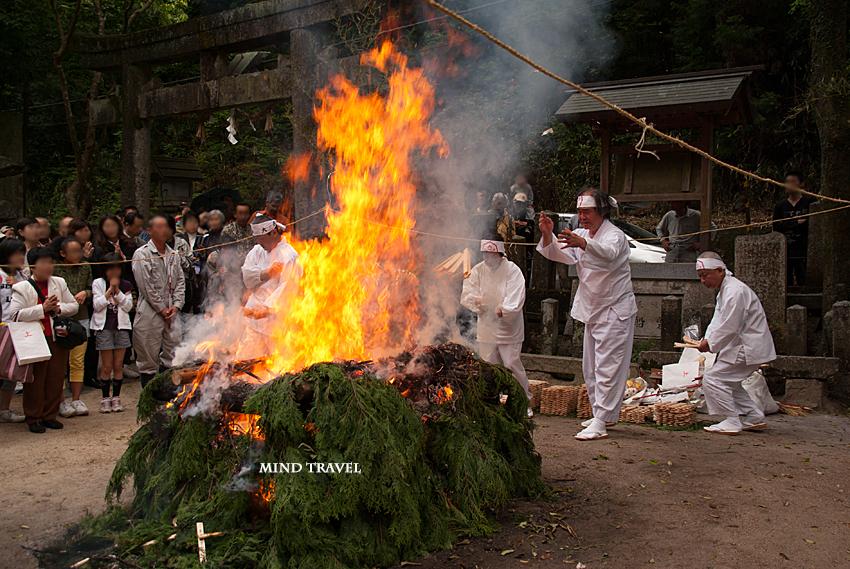 磐船神社 十種祭 護摩2