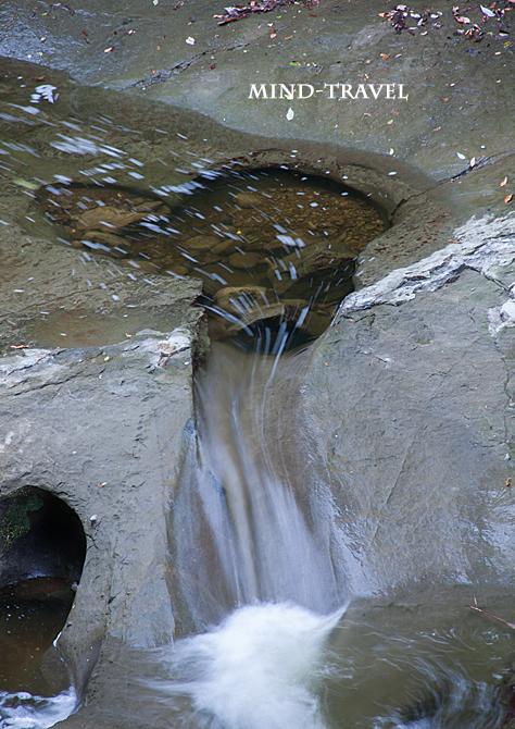 濃溝の滝付近