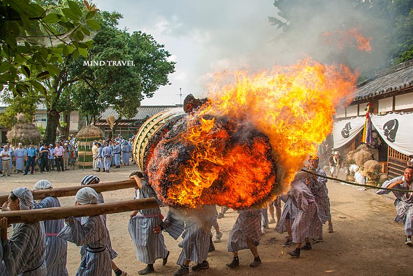 ほうらんや火祭り 八幡神社