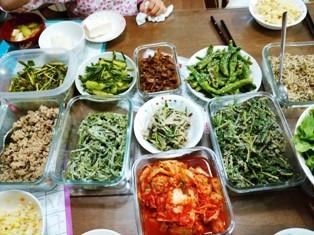韓、アンドンから送られてきた山菜で作った料理