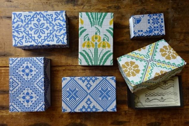 刺繍紙箱1