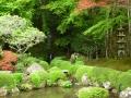 四方正面の池