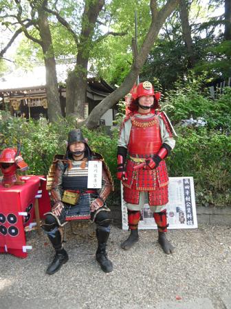 14 大坂城鉄砲隊の幸村および家康に扮する二人