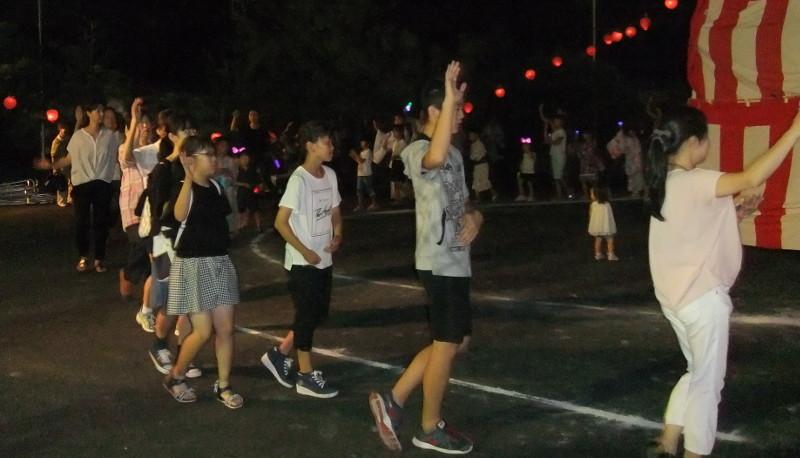 踊りの輪7