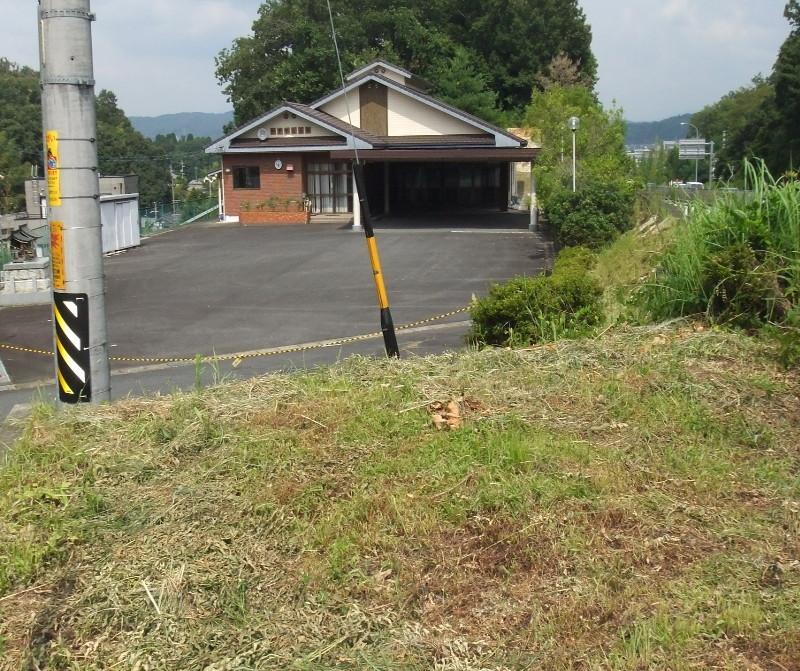 公民館の花壇の草刈り作業2