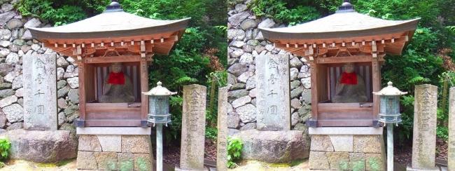 矢田寺 石段踊り場の地蔵尊(平行法)