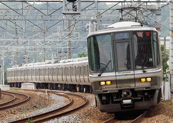JR西日本 新快速電車