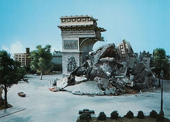 原始恐竜ゴロザウルス 凱旋門襲撃