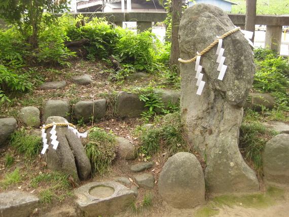 浅間神社(甲斐)山宮遥拝・石・松08