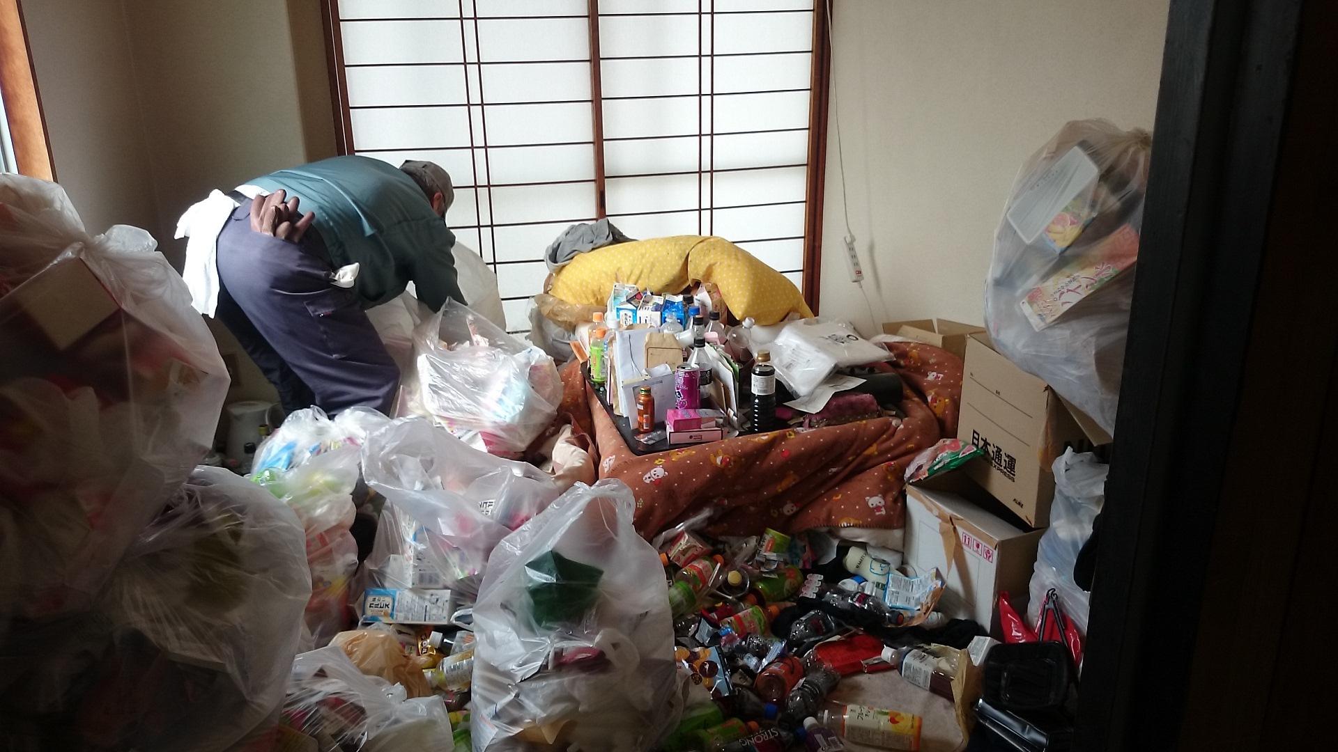 ゴミの分別仕分け作業