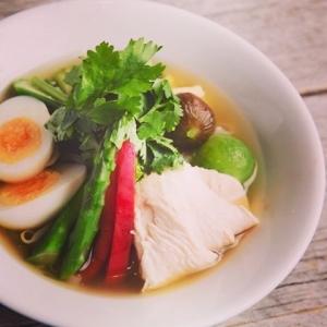 冷製蒸し鶏と夏野菜のフォー