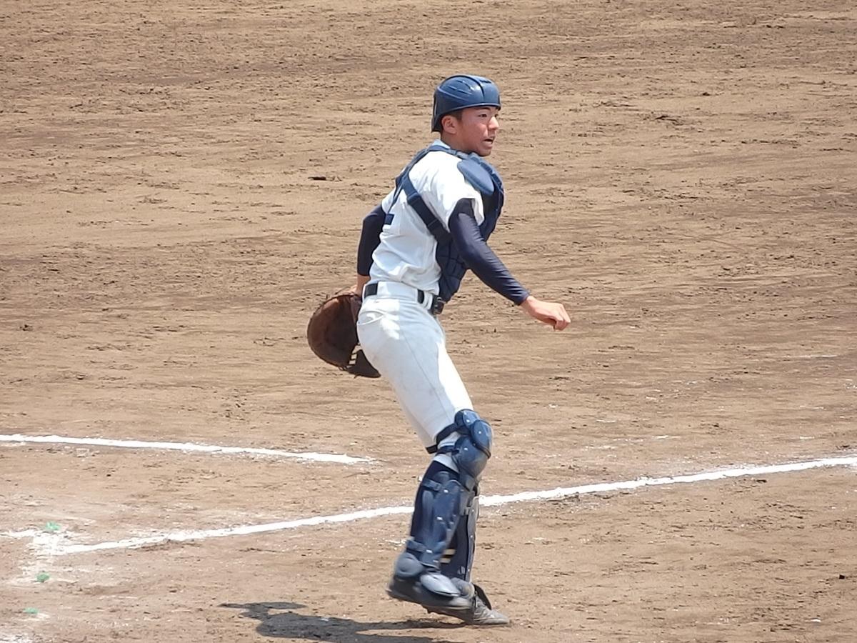 18_3回裏、石岡一の捕手木村くんが落ち着いてゲッツーを取る(一昨年のエースの弟さんです)