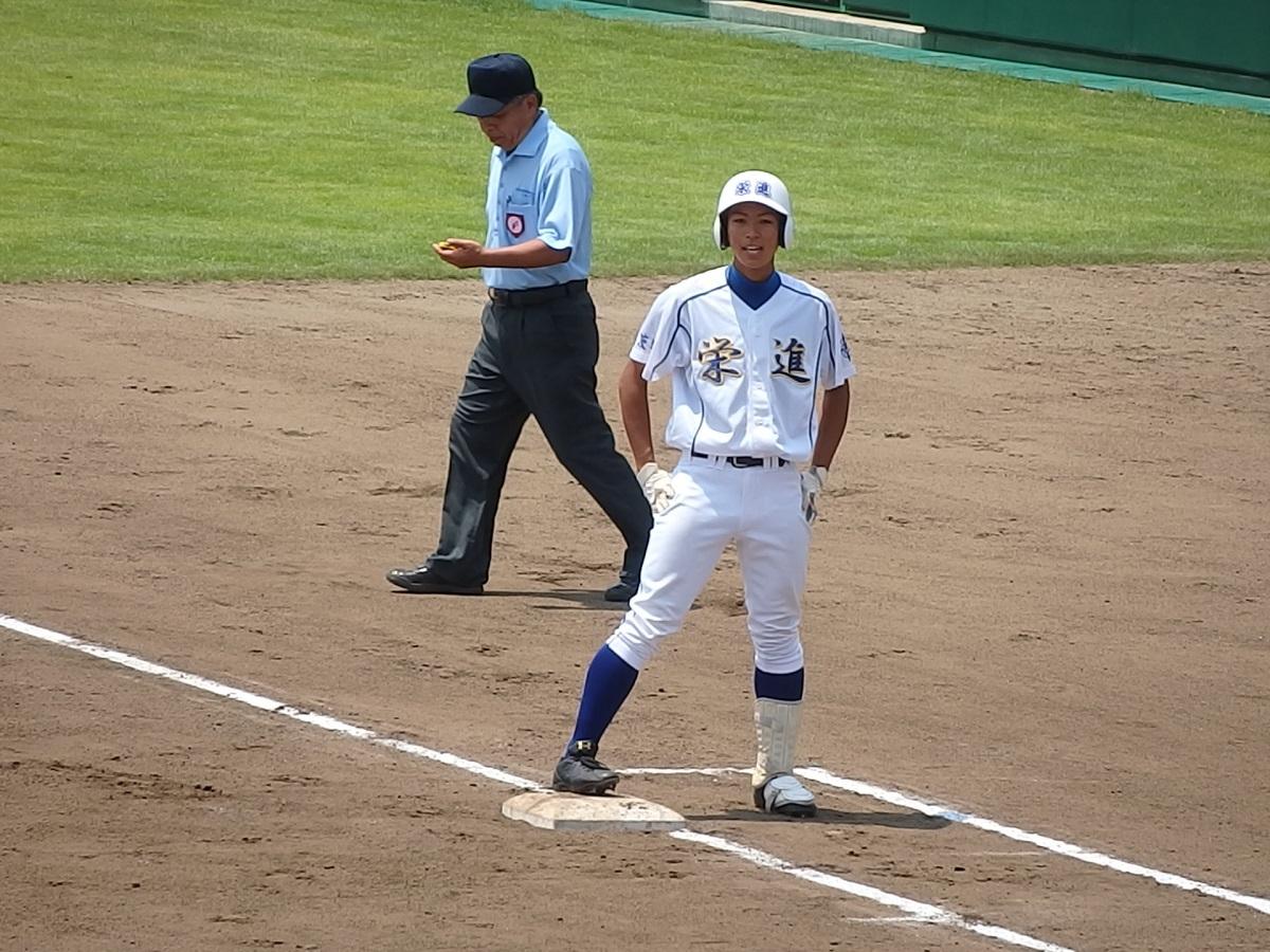 6回表、代打の3年生久保田くんがヒットで出塁