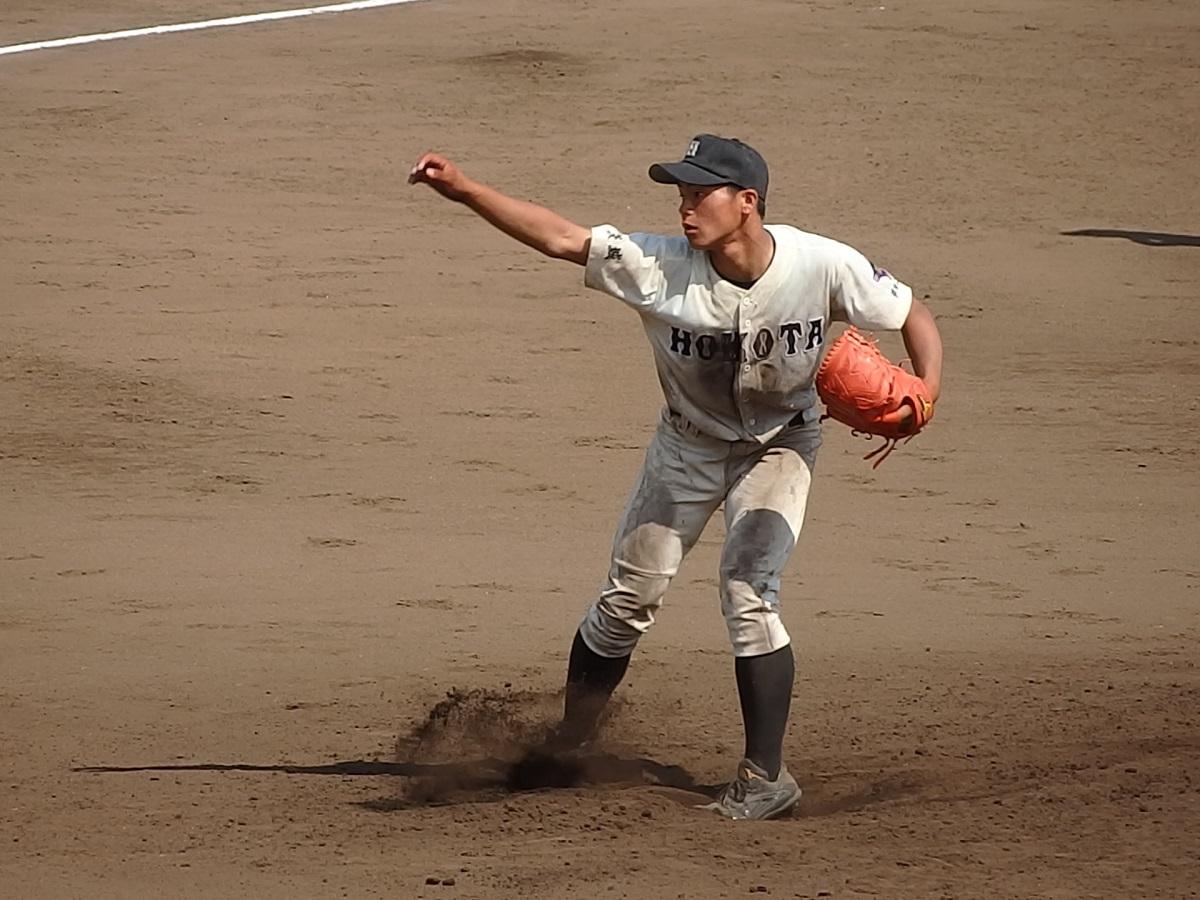 19_鉾田二3番手の菅谷くんは、水城の樫村くんから三振を奪うなどして粘投