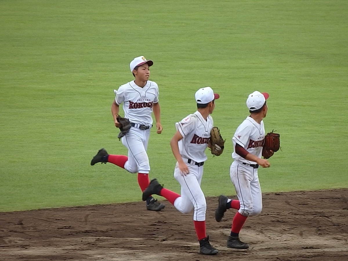 16_チームの勝利への想いも確実にキャッチ!つくば国際のセンター村田くん