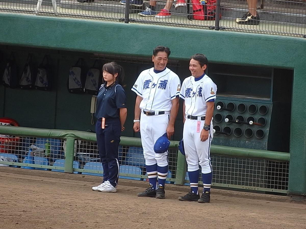 18_霞ヶ浦の高橋監督(中央)と大高コーチ(右)