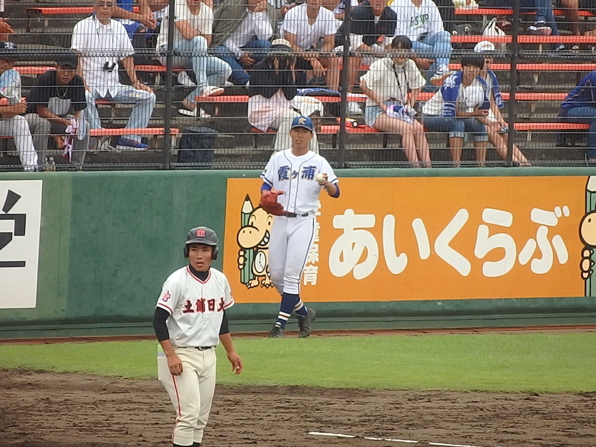 40_投球練習をする霞ヶ浦の左腕川崎くん