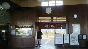三角駅改札口-1705