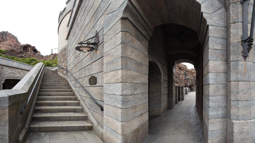 城門横階段(フォートレス・エクスプロレーション)