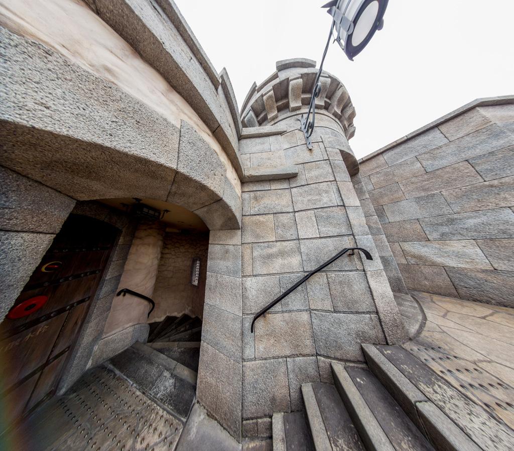 城門横階段踊り場からの螺旋階段(フォートレス・エクスプロレーション)