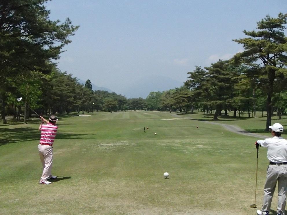 2017 5 23 ゴルフ 師匠のティショット ブログ用.jpg