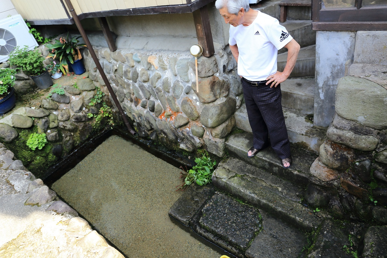 2017 6 24 ハタチヤ湧水のご主人 ブログ用.jpg