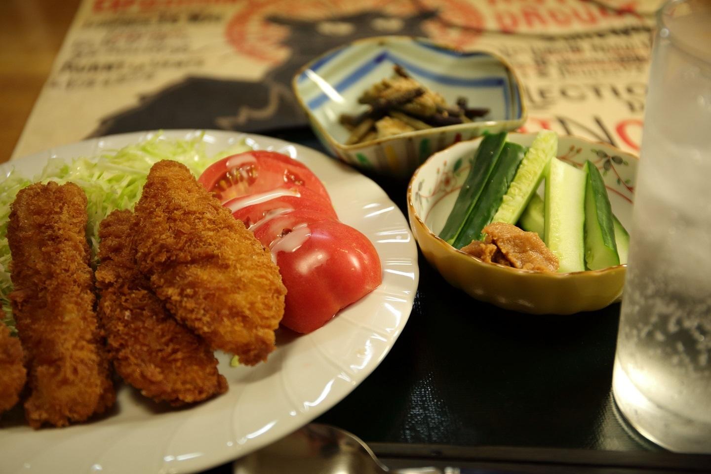 2017 7 29 夕食 魚とイカの揚げ物 ワラビの煮物 ブログ用.jpg