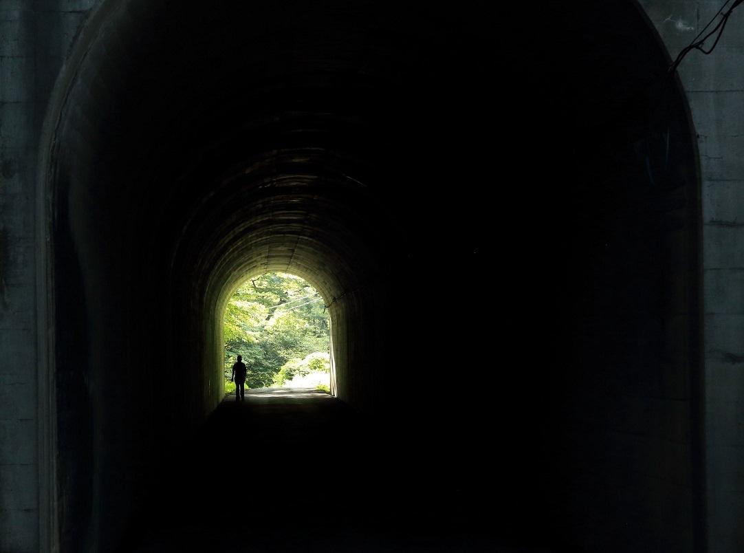 2017 8 26 隧道を歩く人(2) ブログ用.jpg