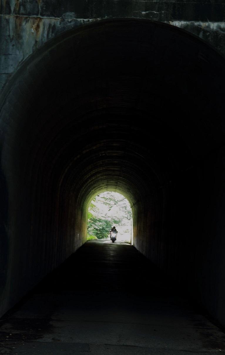 2017 8 26 隧道のバイク ブログ用.jpg